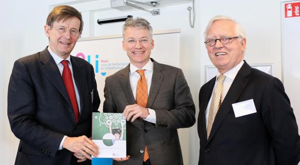 Vlnr: Jan Jaap de Graeff, voorzitter Rli, Maarten Camps, secertaris-generaal EZ, Niels Koeman lid Rli 10. Foto Fred Ernst